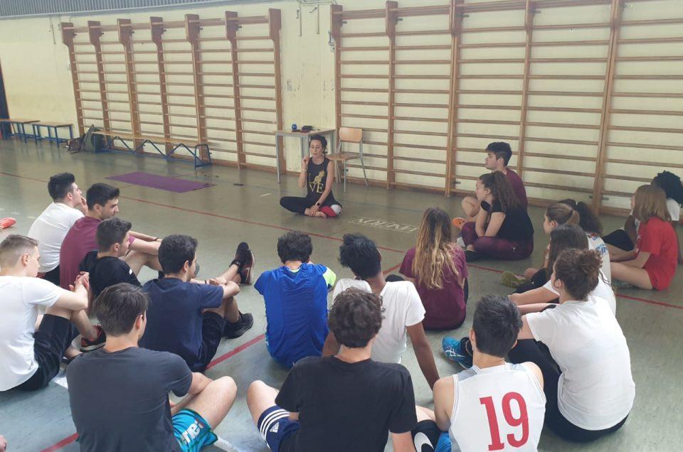 Yoga adolescenti a scuola